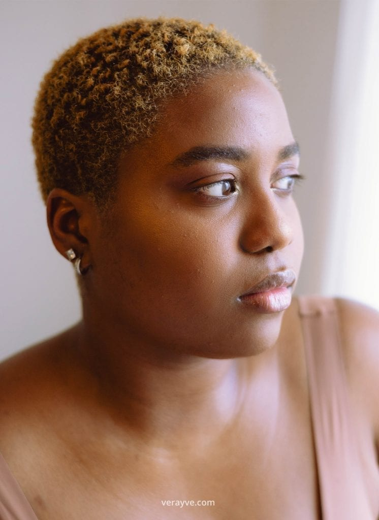 Portret van @saffirarieskin voor de zelfliefde fotoshoot