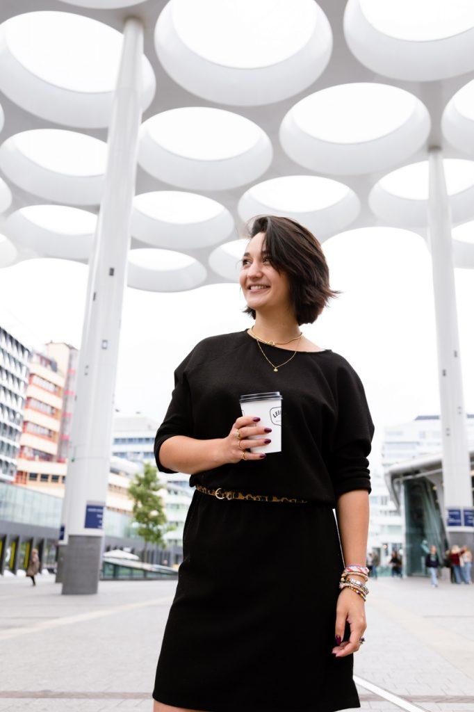 Personal branding shoot met Coach Yldou Girl on the Go op station Utrecht